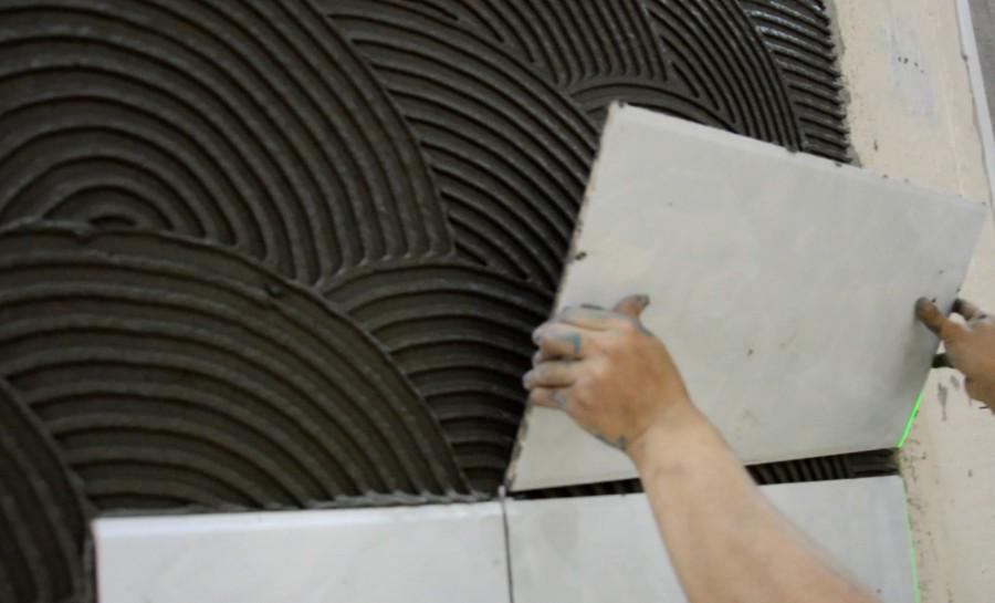 瓷砖粘结剂铺贴是怎样压?
